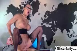 Porno vidéo maman aide son fils à éjaculer