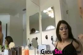 Les vidio porno des famme avec chomise de nui et mini jupe