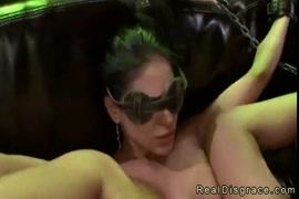Pornfidelity jasmine james est bien baisée sur le canapé.