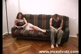 Femme africaine nue qui couche avec un home. images porno