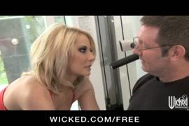 Video porno il a drogue sa mere dent la cuisi pour le baise