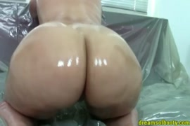 Jeunes filles en grosse fesse nue