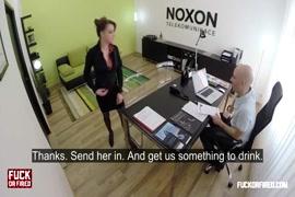 Vidéo xnxxx.com il baise le vagin dune fille endormie dans la chambre paysage 1
